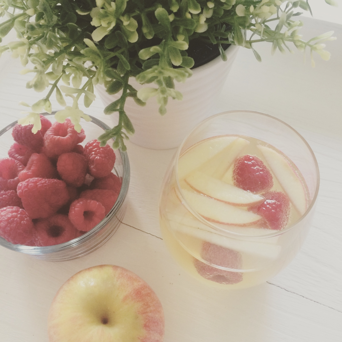 Fit Crafty Stylish And Happy Guest Bathroom Makeover: The Most Perfect Apple Sangria For Fall