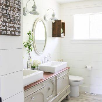 A Farmhouse Style Bathroom   Www.makingitinthemountains.com
