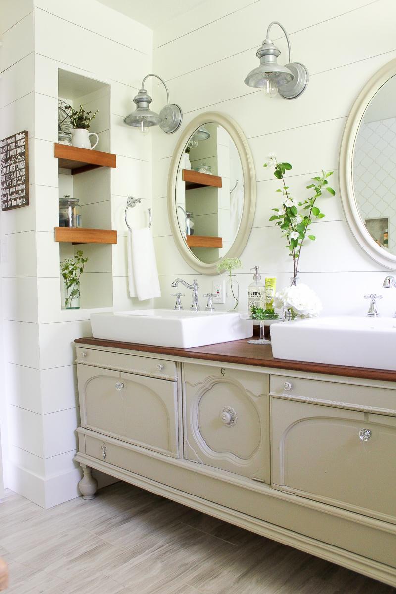 Captivating A Farmhouse Style Bathroom   Www.makingitinthemountains.com