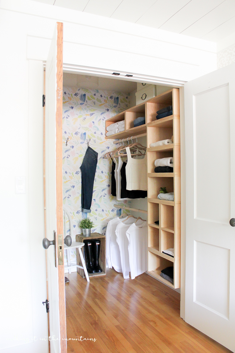 12 ways to organize your closet with ikea making it in the mountains for Bedroom closet organizers ikea